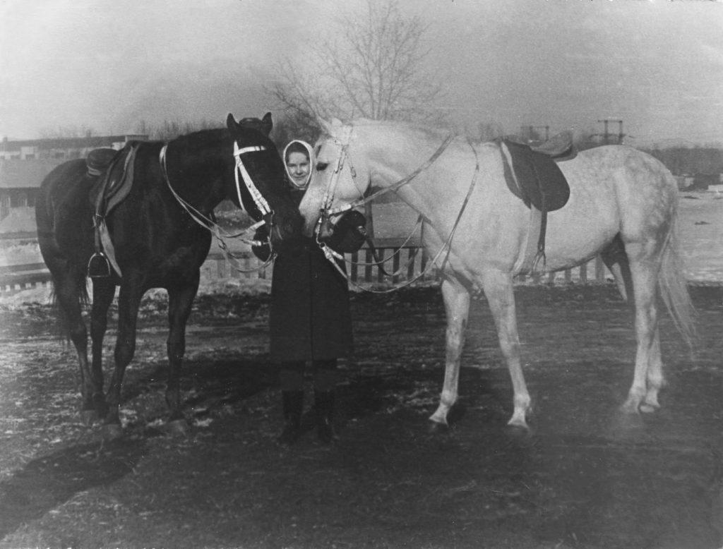 Мария Тихомирова (Жирнова) с Эффектным (чистокровный) и Наследником (серый, арабская)